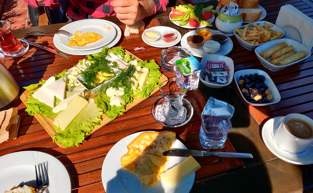 Sunny Turkish breakfast in the beautiful garden in good company in Polonezköy.