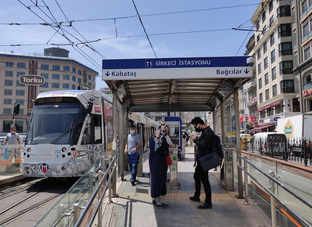 Raitiovaunu (Kabataş-Bağcılar) Eminönüssä Istanbulissa Euroopan puolella.