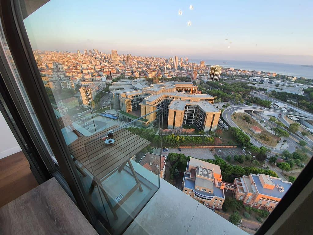 Näköala pilvenpiirtäjästä Maltepessa Istanbulissa.