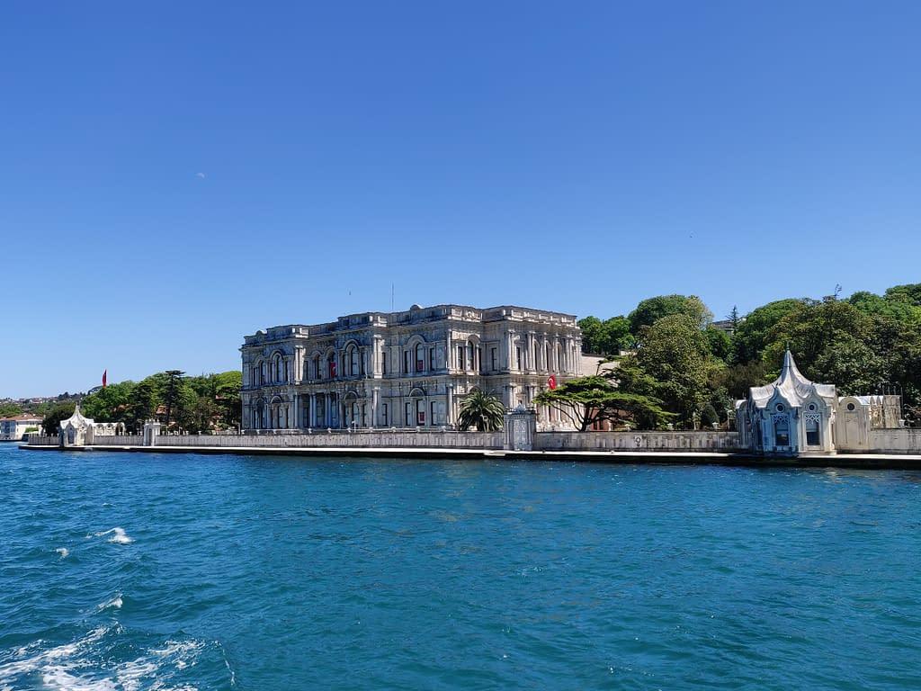 Beylerbeyin palatsi ja Bosporinsalmi, Istanbul, Aasian puoli.