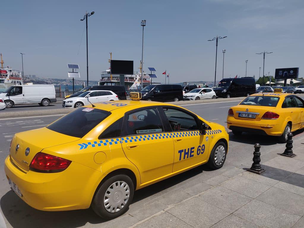 Taksit Istanbulissa Emınönüssä.