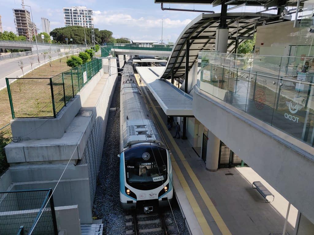 Marmaray-paikallisjuna Istanbulissa.