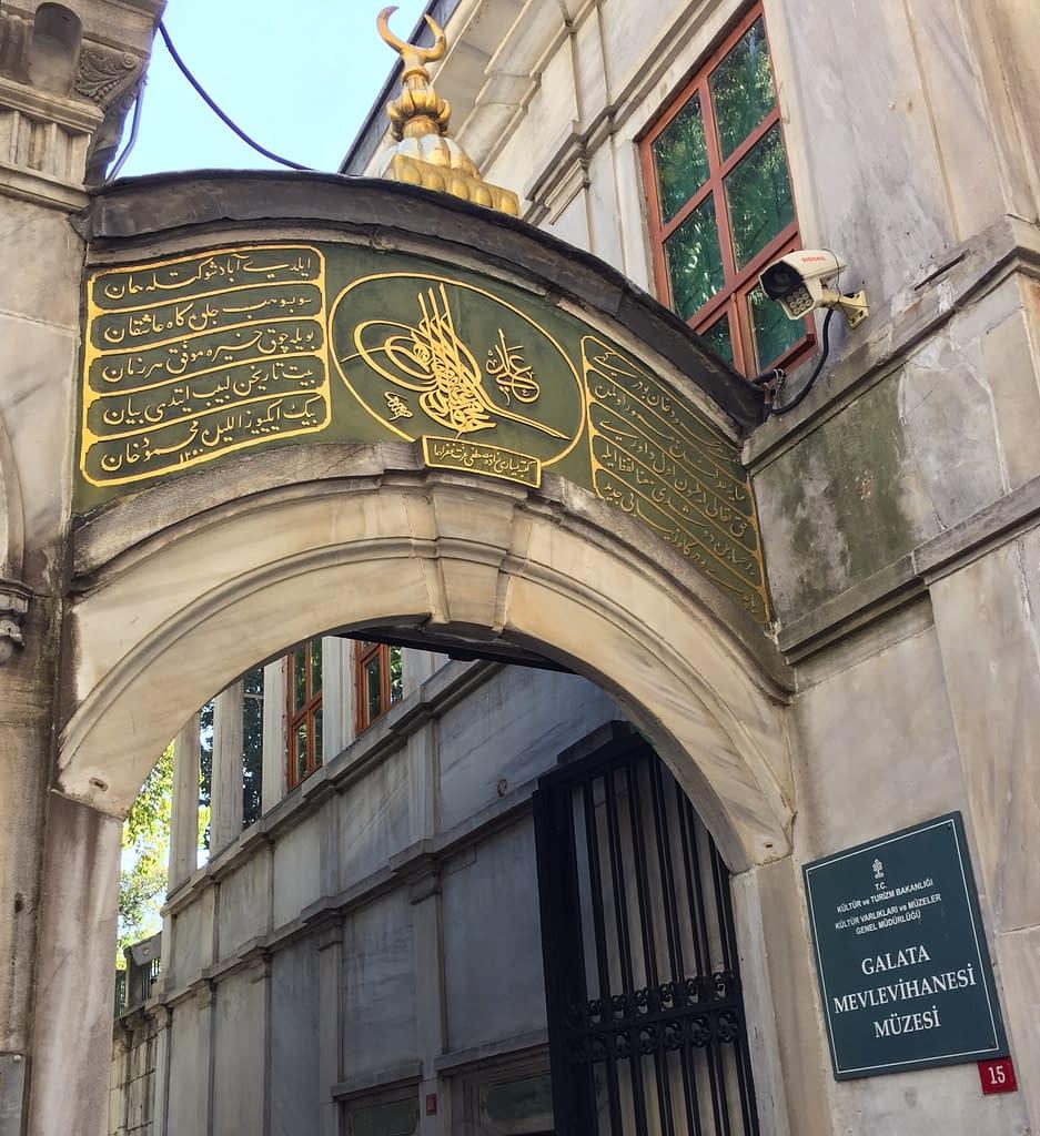 Sisäänkäynti Galata Mevlevi-museo Istanbul.